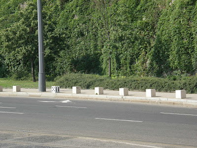 Szent Gellért tér, Alea iacta est,  poliéder, hexaéder, XI. kerület,  fotó, kép, szerencse,  Budapest, street art,  utcaművészet,  Magyarország, Hungary,   Buda