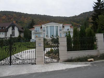 Budapest, Erdőalja út, Fehér Ház, III. kerület, White House