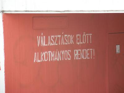 Óbuda, Magyarország, Budapest, falfirka, graffiti, street art, Árpád híd, firka,  graffiti,  III. kerület, Választások előtt alkotmányos rendet