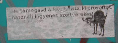matrica, street art, Gödör Klub, V. kerület, Budapest, belváros, Microsoft, Ne támogasd a kapitalista Microsoftot, használj ingyenes szoftvereket, Windows
