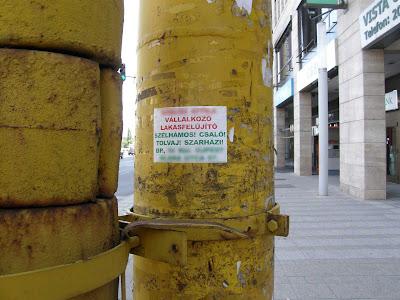 elújítás, gerilla propaganda, antireklám, street art,  lakásfelújító, lenyúlás, matrica, matricázás