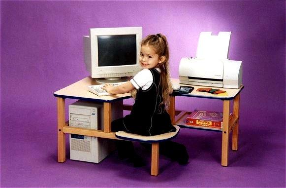 http://3.bp.blogspot.com/_DCOS2Sb0_zY/SwmbAtRd9EI/AAAAAAAAC8w/-ZwOghc7EfY/s1600/toddler+computer+desk.jpg