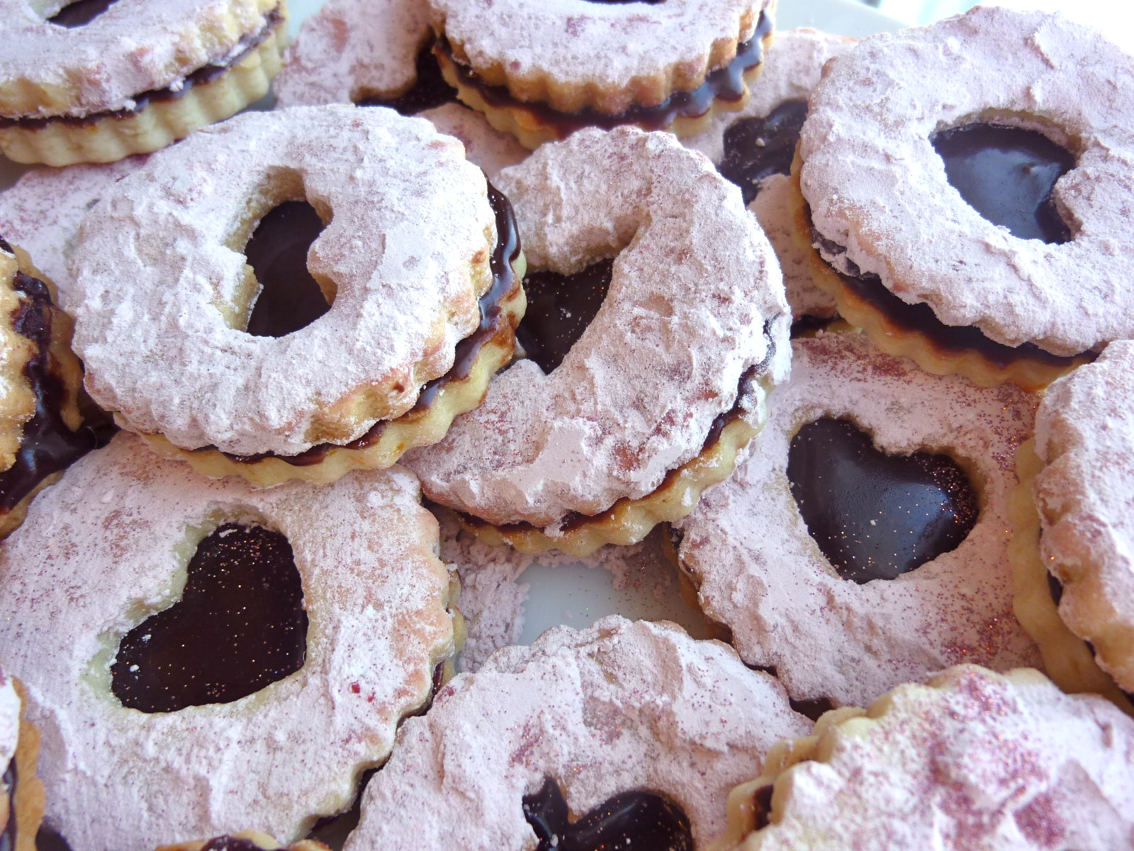 Diary of a Mad Hausfrau: Valentine's Linzer Cookies with Chocolate ...