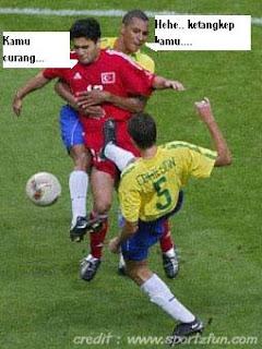 Gambar KOCAK di pertandingan SEPAKBOLA 3some2