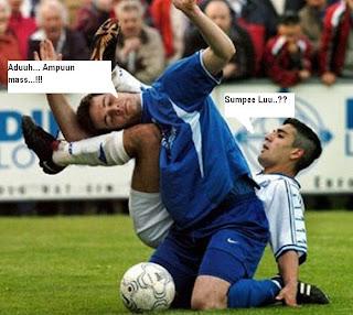 [pic]kejadian2 edan di lapangan bola Comic-Football-footballpictures2