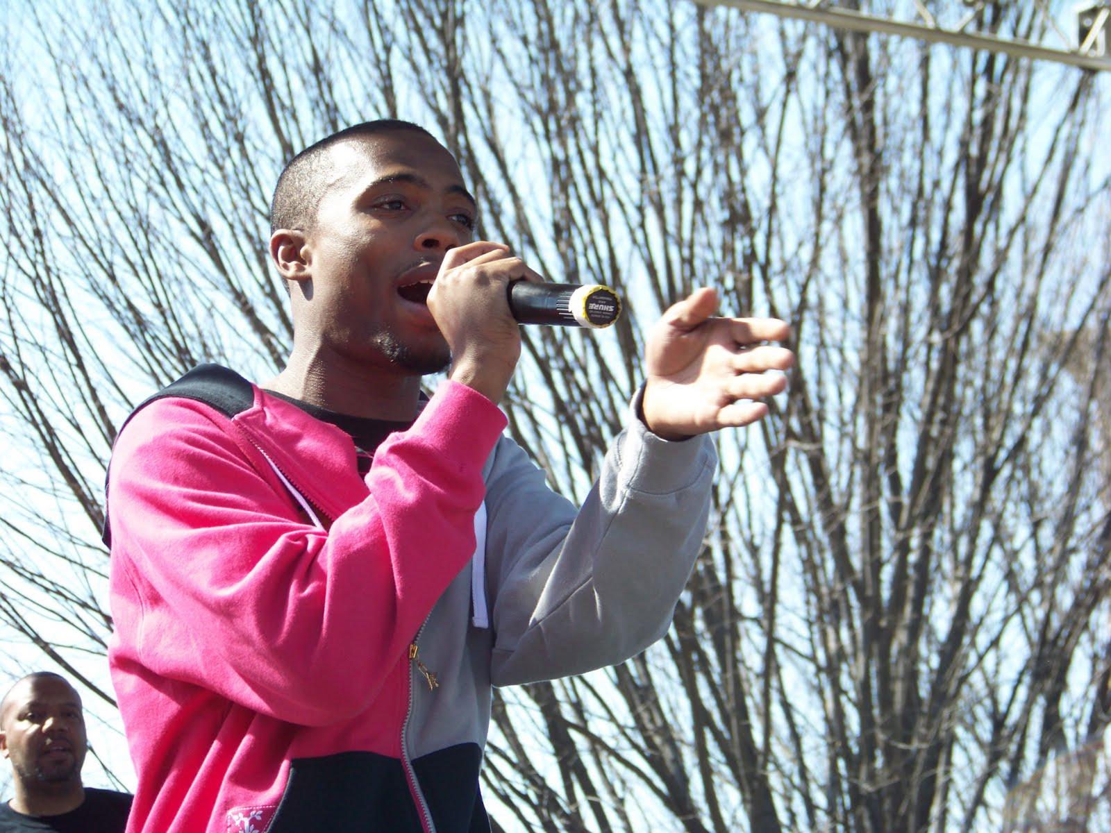 http://3.bp.blogspot.com/_DEvW1x7Yex8/S-eQG1-GFII/AAAAAAAABPc/Zlh7YcribDQ/s1600/B.o.B_performing_in_Atlanta.jpg