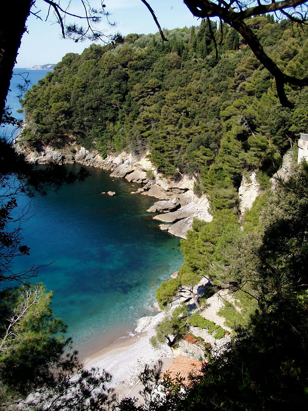 One of many secluded coves of Fiascherino title=