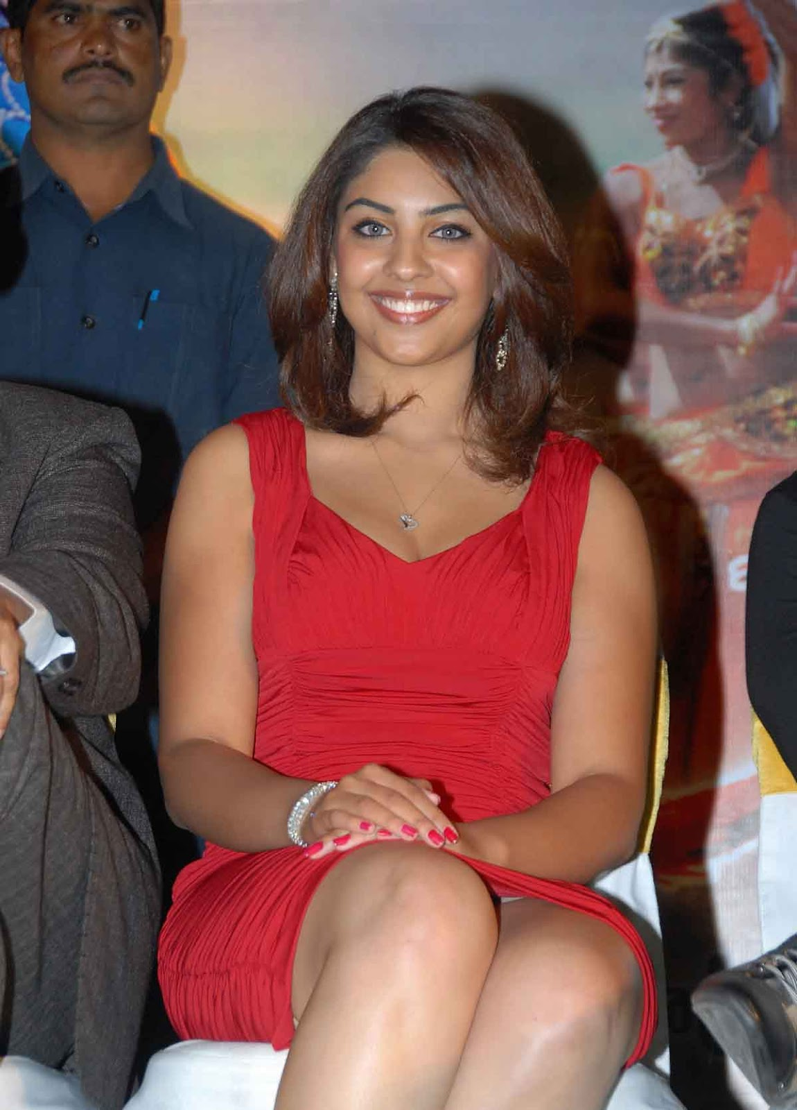Richa Gangopadhyay Showing Upskirt