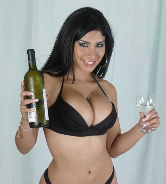 Larissa Riquelme promete desnudarse donde su selección