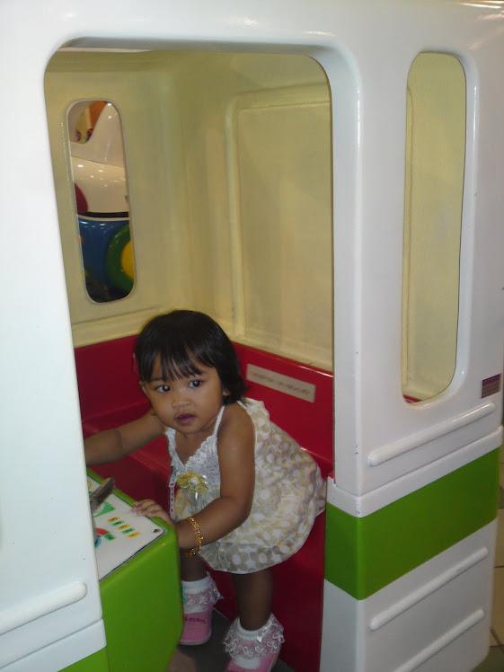 NUR DARWISYA DAMIA 1 Thn 5 Bulan On 06/01/2011