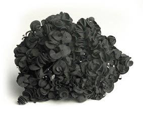 BLACK is BEAUTIFUL - petits cailloux... bouts de roches...  dans Celio BRAGA (BR) Marielle+Ledoux.Brooch+2008+rubber