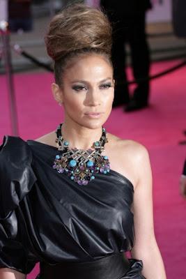 Jennifer Lopez Kus Yuvasi Saclariyla 1