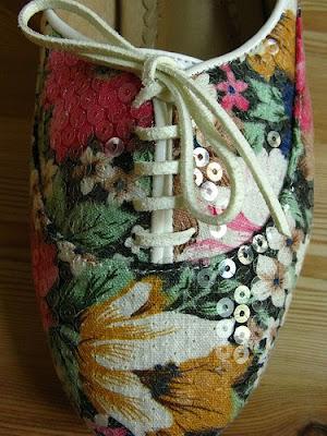 desenli ayakkabi