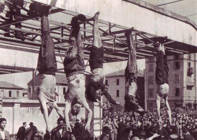 Mussolini e la Petacci esposti a Piazzale Loreto