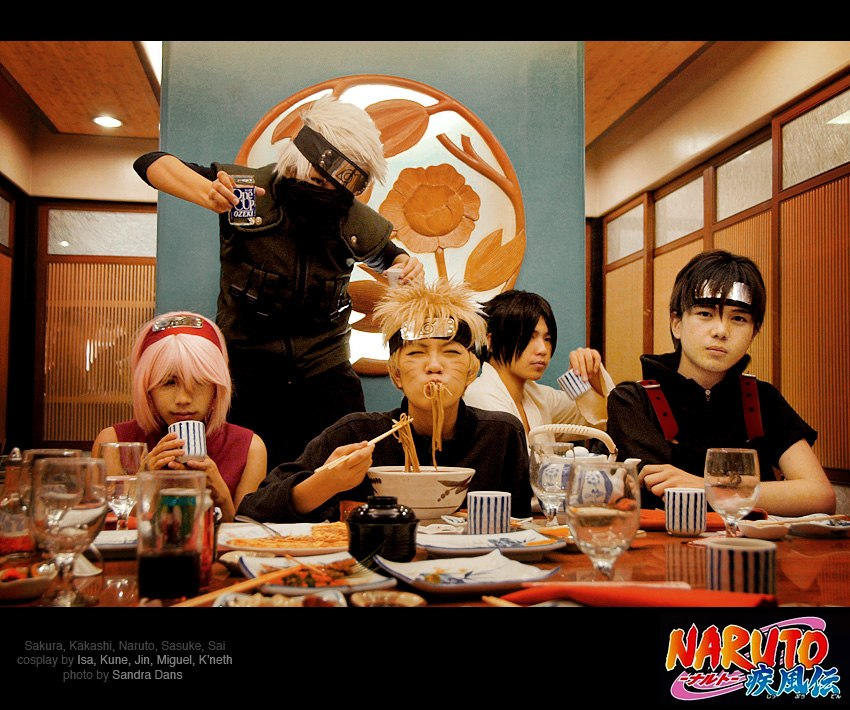 This cosplay Naruto Shippuden really cool. A naruto cosplay at a diner who
