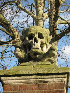 Second skull at the churchyard entrance