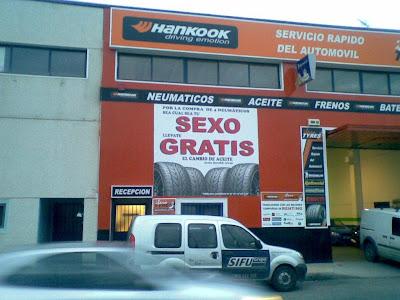 PUBLICIDAD INGENIOSA ATRAE ATENCION DE AUTOMOVILISTAS