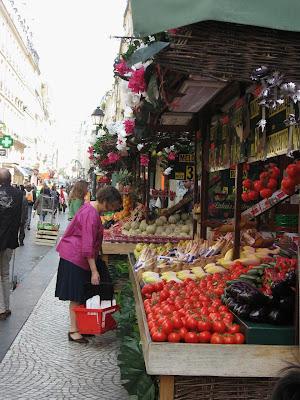 Rue Monterguiel Open Market