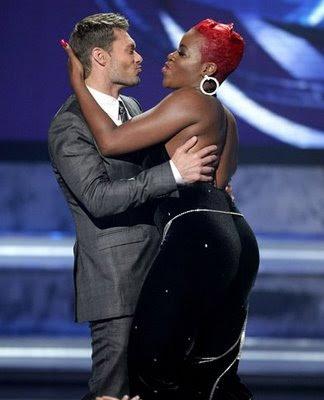 Ryan Seacrest Fatansia Barrino on American Idol 7 picture 01