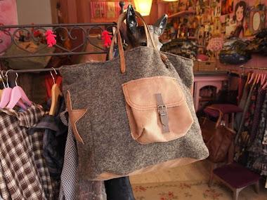 sac en grosse laine grise - poche en cuir taupe
