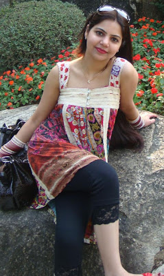 Mehwish in park, Girls in Park, Lovers Point