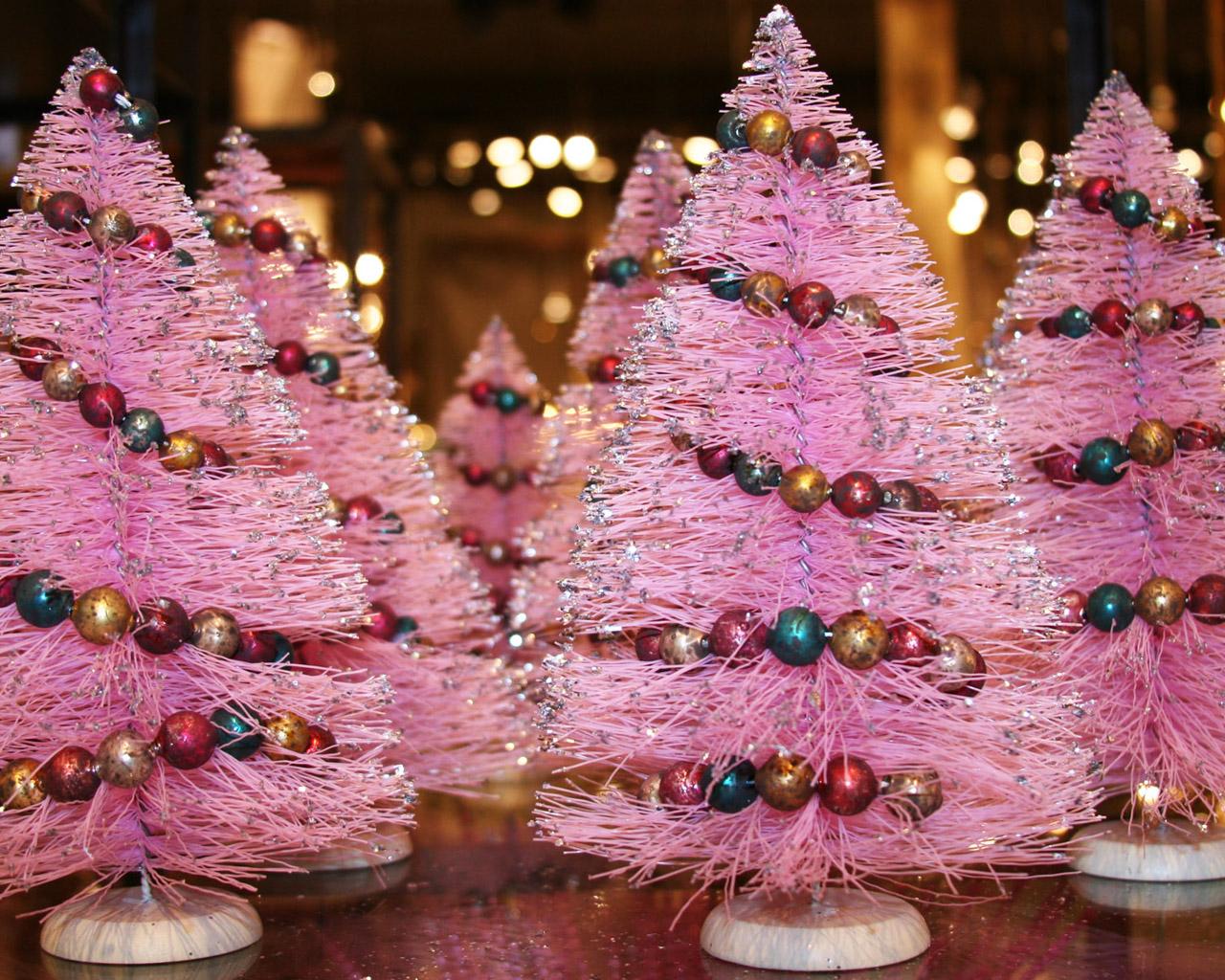 http://3.bp.blogspot.com/_DUzv-nlclsQ/TNT_D9E5QaI/AAAAAAAADJI/DR_fLMGXZXA/s1600/mini-pink-christmas-tree1.jpg