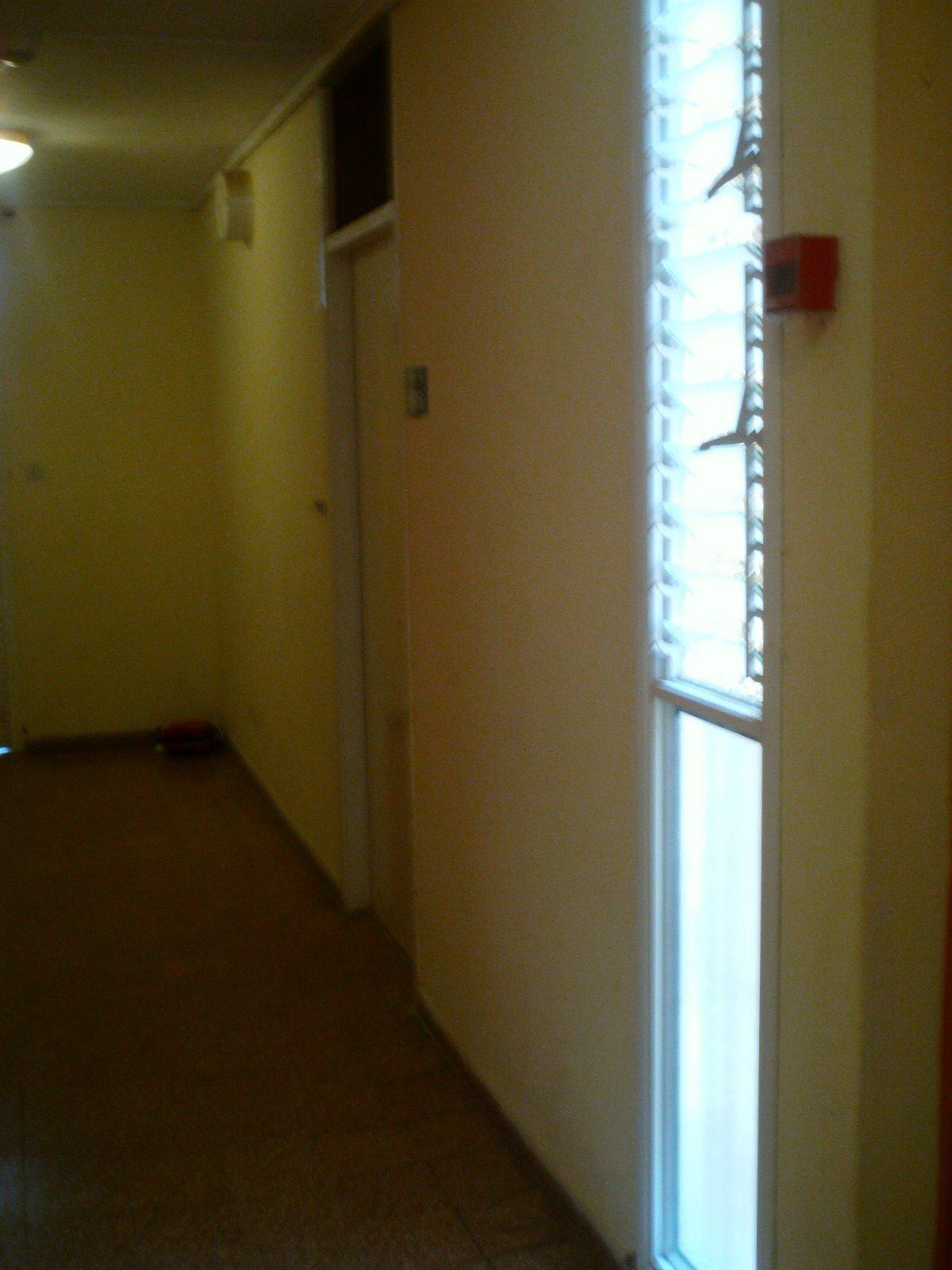 [2+-+Door+from+hall.JPG]
