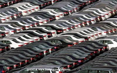 Deretan kereta Honda di Tokyo Jepun tersusun menunggu untuk dieksport.