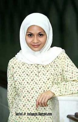 Sharifah Amani bertudung
