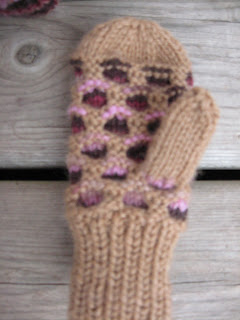 Adventures of a Crunchy Wannabe: Baby/Toddler Newfie Mittens