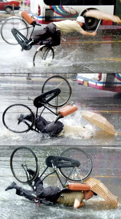 Et meget vådt kinesisk cykelstyrt, hvor cykelhjelmen hverken gavnede eller skadede