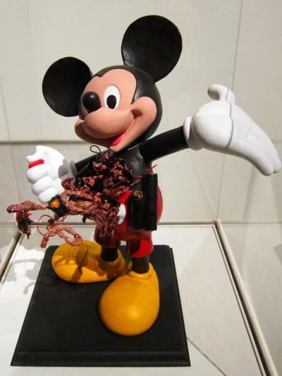 Christian Lemmerz - Skulptur af Mickey Mouse som selvmordsbomber