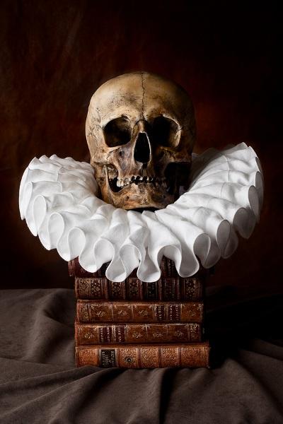 Dødens prædiken, præst med pibekrave