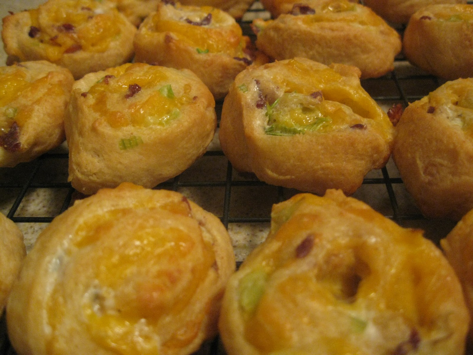bacon cheddar pinwheels 1 can crescent rolls 1 2 cup