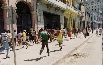 SACADO DEL BLOG DESARRAIGOS PROVOCADOS,una serie de fotos ineditas de lo que se vivio aquel dia... Opstand+Havana+17