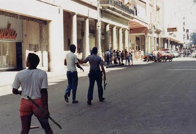 SACADO DEL BLOG DESARRAIGOS PROVOCADOS,una serie de fotos ineditas de lo que se vivio aquel dia... Opstand+Havana+22