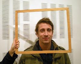 Christophe (deux mètres) est professeur des écoles