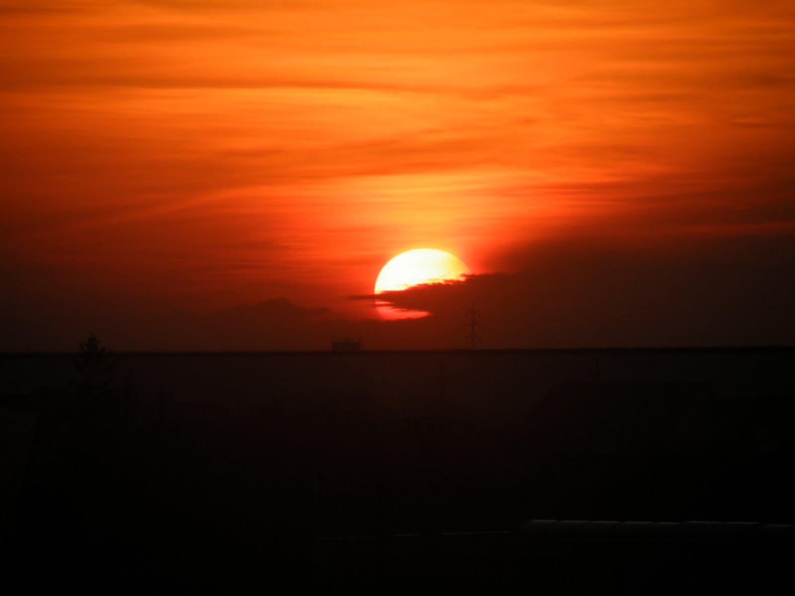 http://3.bp.blogspot.com/_DYOTf0Z50jU/SwxzS9eFBKI/AAAAAAAAAII/cqIWkDOUzvY/s1600/sunset_by_cainele9.jpg