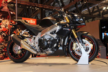 APRILIA TUONO V4R REVIEW AND SPECIFICATION