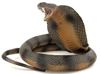 Lifelike Plastic Cobra for Halloween