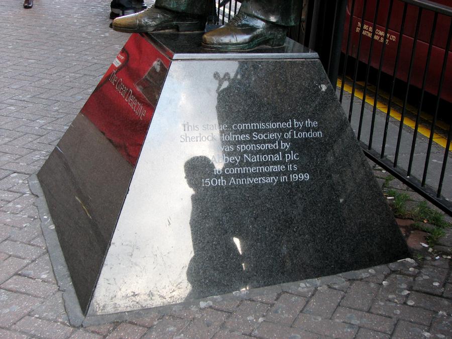 Sherlock Holmes Statue, London