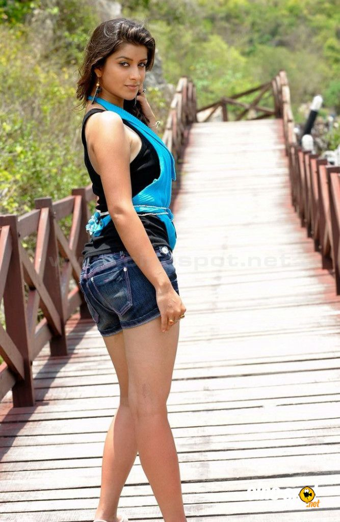 Download this Sexy Photo Madhurima South Hot Actress New Unseen Spicy picture