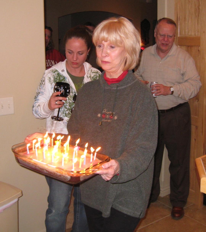 http://3.bp.blogspot.com/_Dc7jZhZEWu0/S7jBvDksPdI/AAAAAAAAGlI/zG7lU_3ErGI/s1600/Cheryl+with+birthday+cake+cropped+and+email+size.jpg