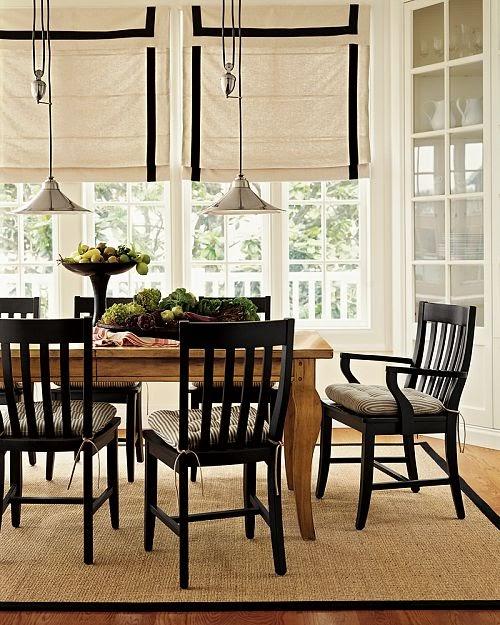a seaside house spisestue med vakre vinduer. Black Bedroom Furniture Sets. Home Design Ideas