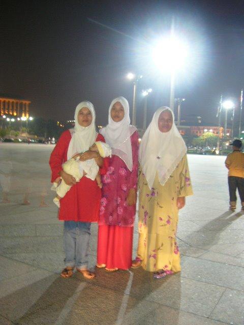 Dataran Masjid Putrajaya..waktu singgah dolan2 lepas ziarah majlis kenduri paman bibit di dengkil