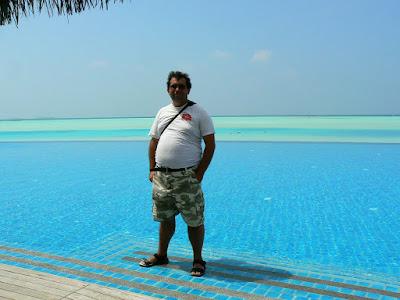 Infinity pool Maldive