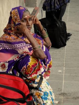 Femeie imbracata traditional in Malaezia