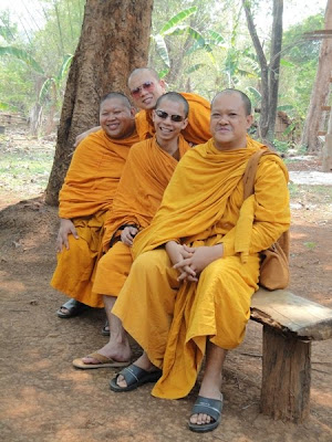 Calugari budisti in Laos