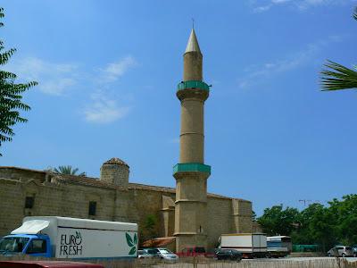 Obiective turistice Cipru: moscheea Omerye Nicosia