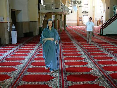 Imagini Nicosia: pisica in hejab musulman in moscheea Omerye